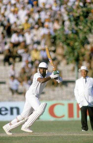 Sri Lankan cricketer Aravinda de Silva batting against the West Indies during a Cricket World Cup match in Kanpur, India, October 1987. (Photo by Adrian Murrell/Getty Images)