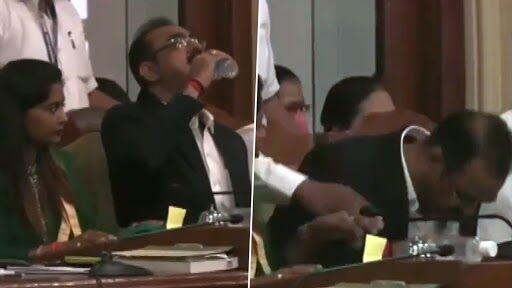 Ramesh Pawar, BMC Joint Municipal Commissioner, Accidentally Drinks Hand Sanitiser Instead of Water During Presentation of Budget in Mumbai (Watch Video)