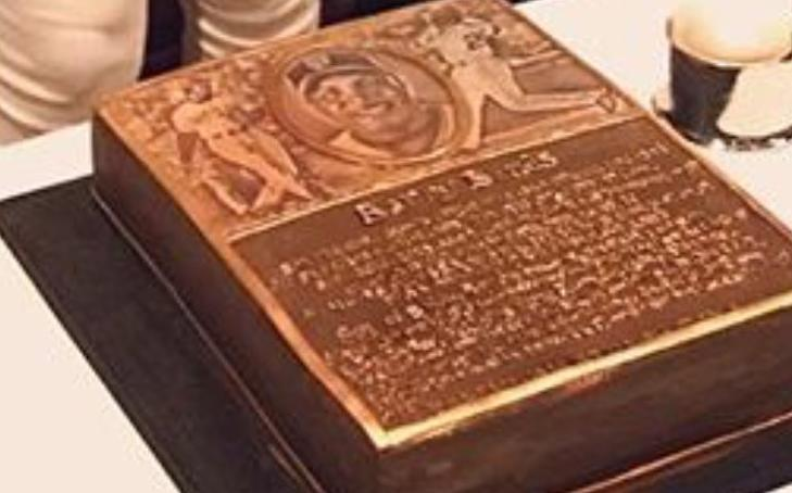 A look at Barry Bonds' celebration cake before being honored on the Giants Wall of Fame. (Barry Bonds on Instagram)