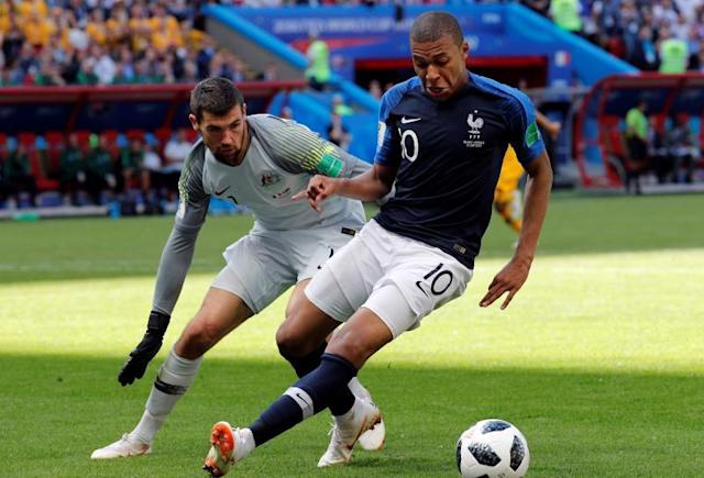 Kylian Mbappe of France (R) and goalkeeper Mathew Ryan of Australia in action during the FIFA World Cup 2018 group C preliminary round soccer match between France and Australia in Kazan. EFE