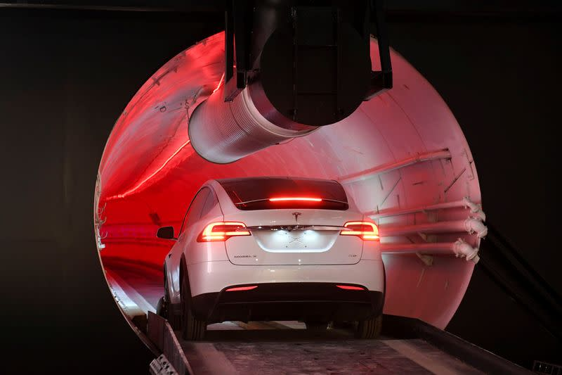 Musk sees people-moving Las Vegas tunnel opening in 2020