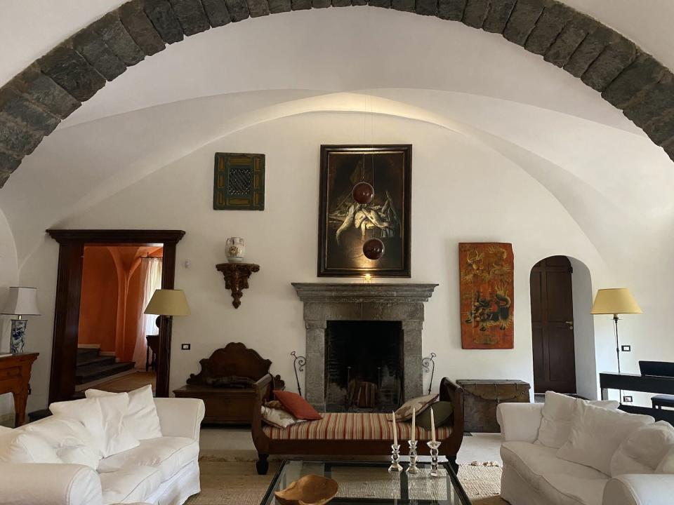 Living room with artwork at villa Don Arcangelo all'Olmo in Sicily