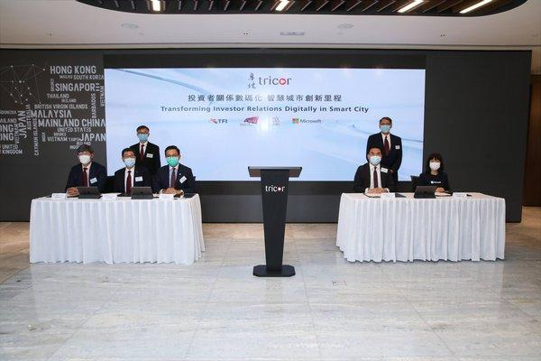 """The MOU on """"Transforming Investor Relations Digitally"""" was signed under the witness of the Guests of Honour, Dr David Chung Wai-keung JP, Under Secretary for Innovation and Technology (back left) and Mr Lester Garson Huang, JP, Chairman of the Council of CityU (back right)."""
