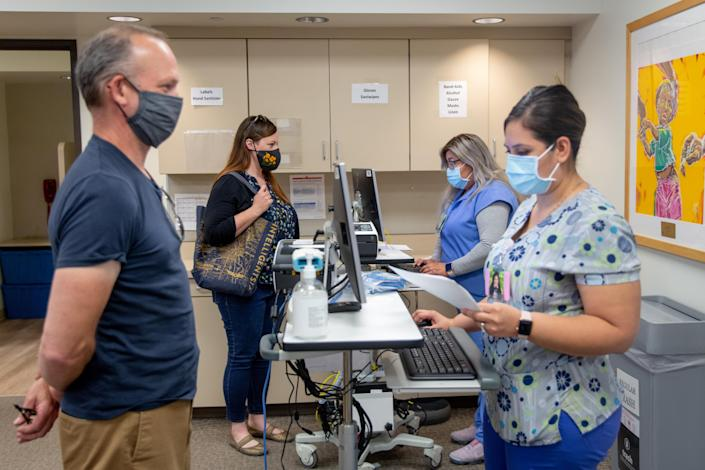 Kaiser Permanente employees checking in patients for COVID-19 vaccinations in Los Angeles on April 1, 2021. (Allison Zaucha/The New York Times)