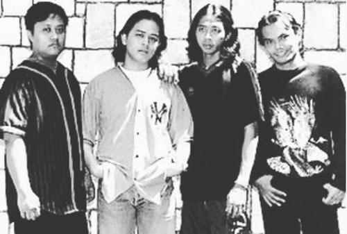 Tony (left) with Spider bandmates Tam, Yem and Nafie in 1998 .