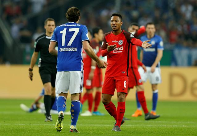 Soccer Football - DFB Cup - Schalke 04 vs Eintracht Frankfurt - Veltins-Arena, Gelsenkirchen, Germany - April 18, 2018 Eintracht Frankfurt's Jonathan de Guzman remonstrates with Schalke's Benjamin Stambouli REUTERS/Leon Kuegeler DFB RULES PROHIBIT USE IN MMS SERVICES VIA HANDHELD DEVICES UNTIL TWO HOURS AFTER A MATCH AND ANY USAGE ON INTERNET OR ONLINE MEDIA SIMULATING VIDEO FOOTAGE DURING THE MATCH.