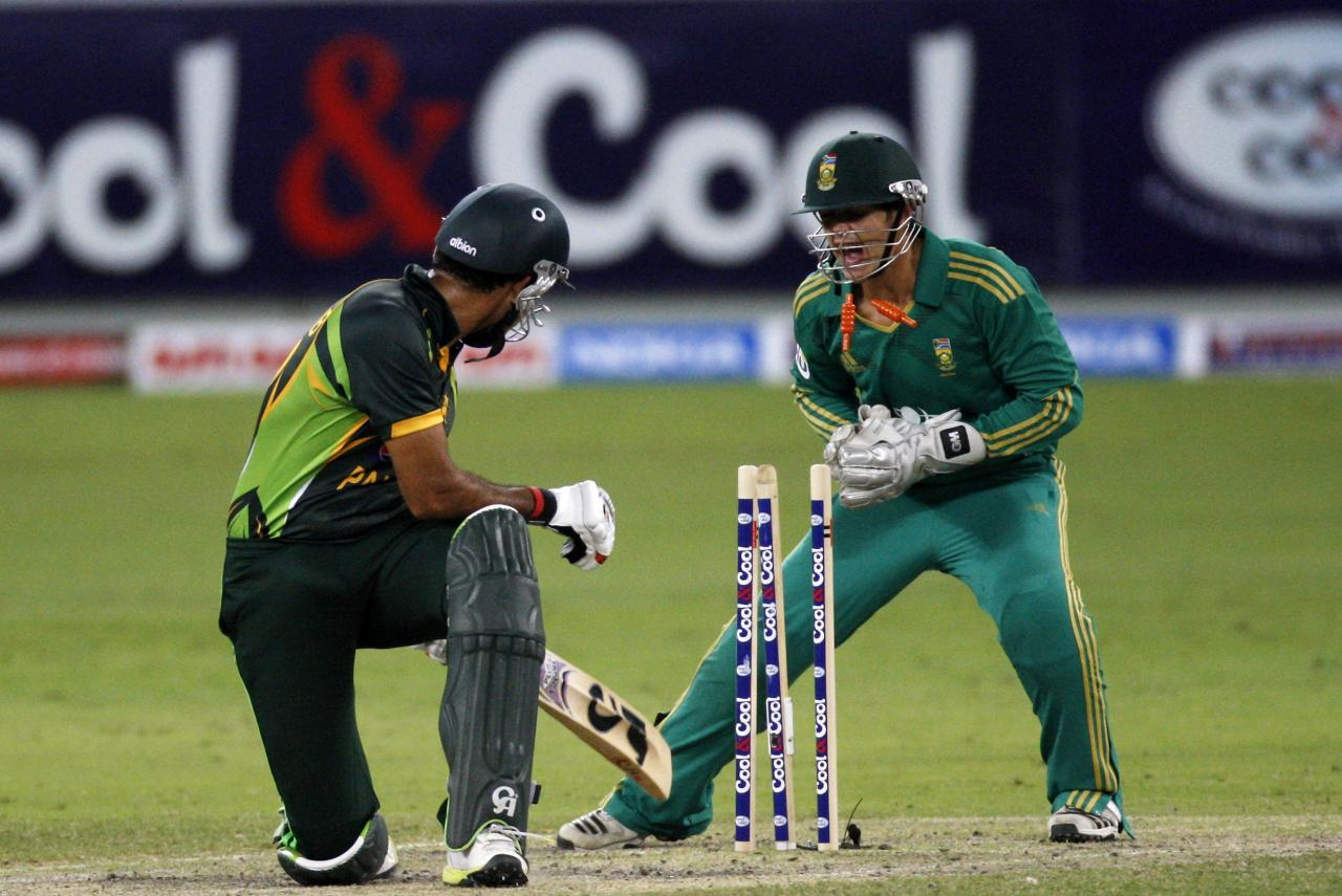South African Quinton de Kock (R) attempts to stump Pakistan's Sohaib Maqsood (L) during their second Twenty20 international cricket match in Dubai November 15, 2013. REUTERS/Nikhil Monteiro(UNITED ARAB EMIRATES - Tags: SPORT CRICKET)