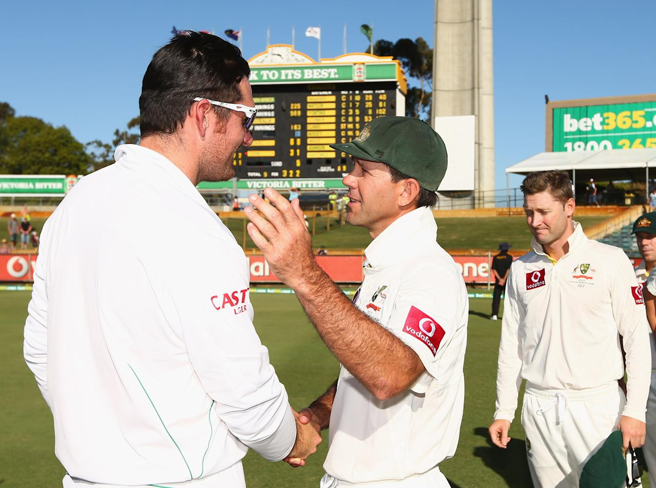 PERTH, AUSTRALIA - DECEMBER 03:  Ricky Ponting of Australia shakes hands with Graeme Smith of South Africa after South Africa defeated Australia on day four of the Third Test Match between Australia and South Africa at WACA on December 3, 2012 in Perth, Australia.  (Photo by Robert Cianflone/Getty Images)