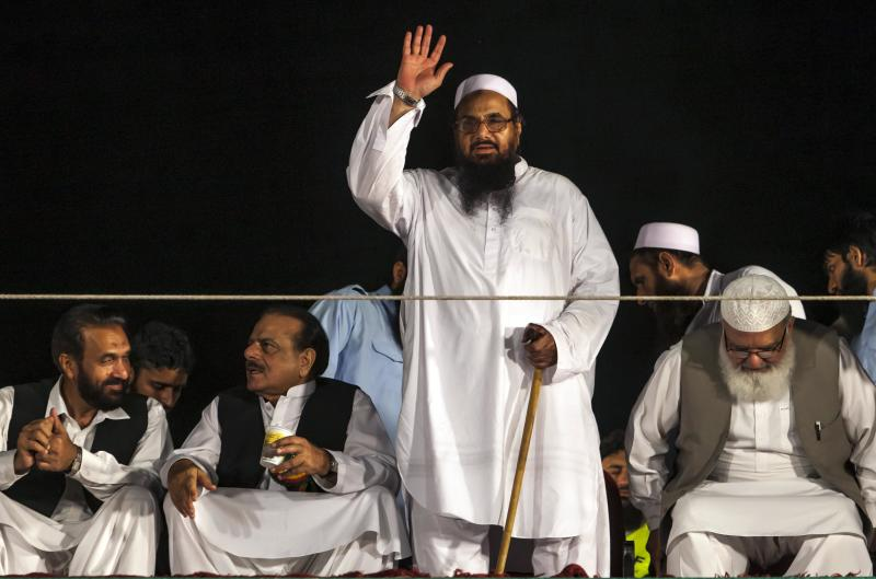 Hafiz Saeed, head of the Jamaat-ud-Dawa organisation and founder of Lashkar-e-Taiba, waves to his supporters during a rally marking Pakistan's Defense Day in Islamabad September 6, 2013. REUTERS/Faisal Mahmood (PAKISTAN - Tags: ANNIVERSARY POLITICS)