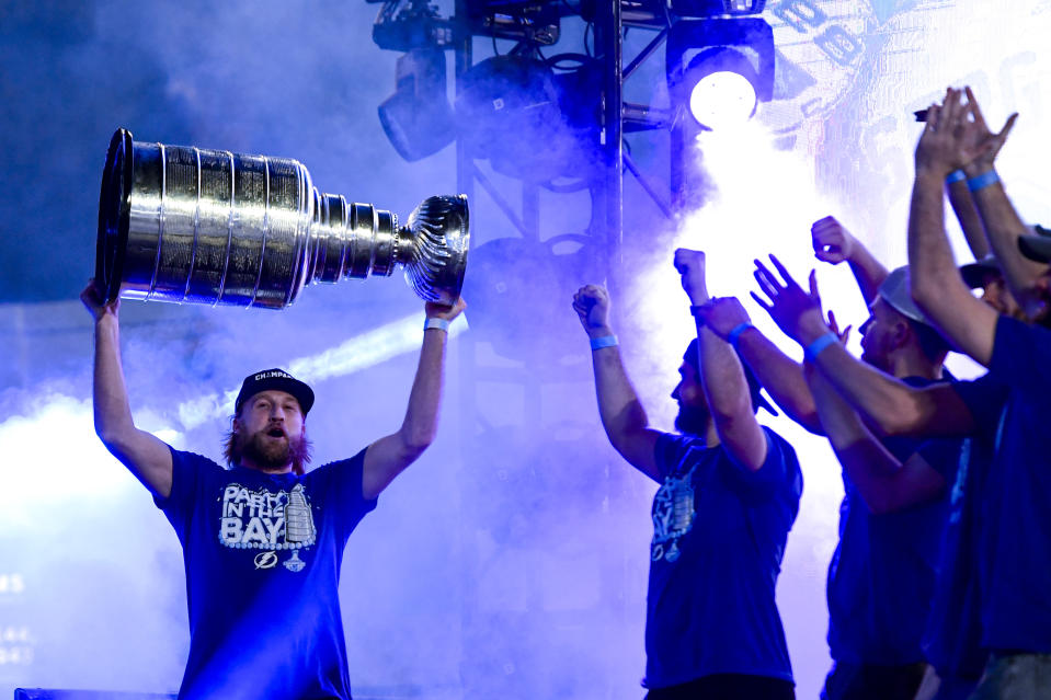 TAMPA, FLORIDA - SEPTEMBER 30: Steven Stamkos #91 of the Tampa Bay Lightning holds the Stanley Cup trophy above his head during the 2020 Stanley Cup Champion rally on September 30, 2020 in Tampa, Florida. (Photo by Douglas P. DeFelice/Getty Images)