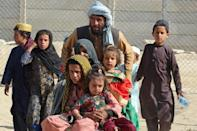 An Afghan family at the Pakistan border
