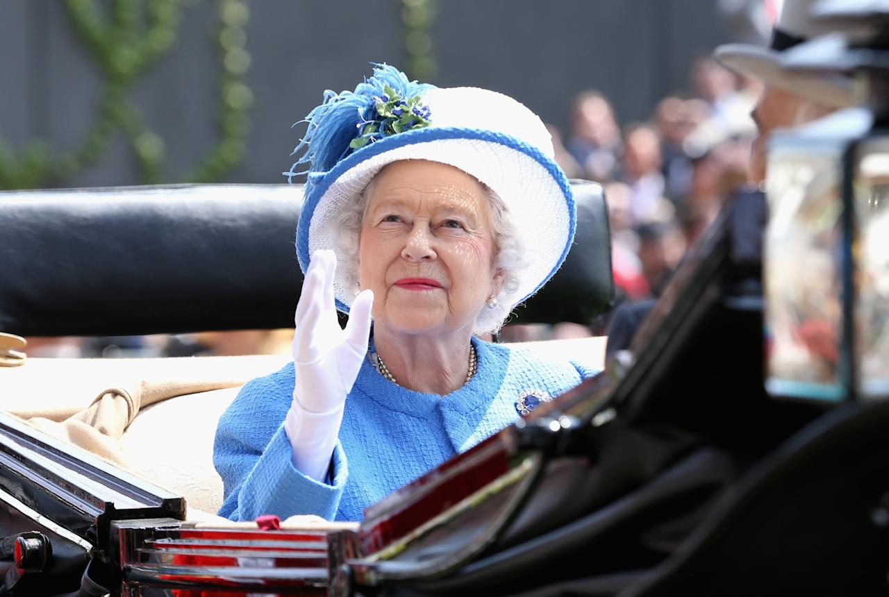 ASCOT, ENGLAND - JUNE 21: Queen Elizabeth II waves as she arrives during the Royal Procession on day four of Royal Ascot at Ascot Racecourse on June 21, 2013 in Ascot, England. (Photo by Chris Jackson/Getty Images for Ascot Racecourse)