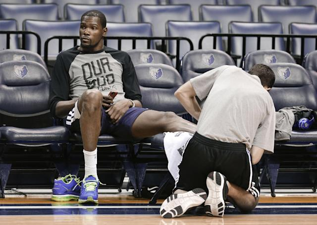 Oklahoma City Thunder forward Kevin Durant gets his ankle treated during practice Friday, April 25, 2014, in Memphis, Tenn. The Thunder face the Memphis Grizzlies on Saturday in Game 4 of their opening-round NBA basketball playoff series. The Grizzlies lead the series 2-1. (AP Photo/Mark Humphrey)