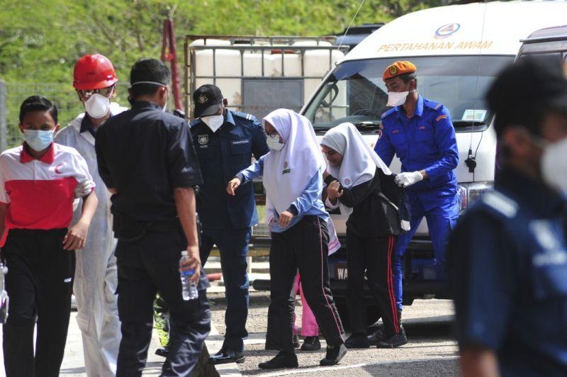 Emergency personnel help students school evacuate after toxic chemical spill in Pasir Gudang, Johor, on 13 March, 2019. (AP file photo)