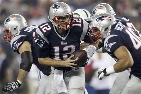 New England Patriots quarterback Tom Brady handles the ball in the first half against the New York Jets during their NFL AFC East football game in Foxborough, Massachusetts, September 12, 2013. REUTERS/Dominick Reuter
