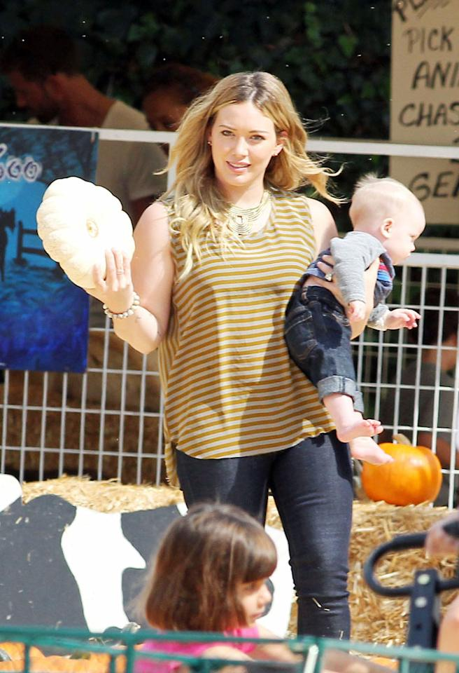 85485, LOS ANGELES, CALIFORNIA - Saturday October 13, 2012.  Hilary Duff and husband Mike Comrie take baby Luca for his first Halloween outing at Mr. Bones Pumpkin Patch in Los Angeles.   Photograph: © Survivor, PacificCoastNews.com**FEE MUST BE AGREED PRIOR TO USAGE** **E-TABLET/IPAD & MOBILE PHONE APP PUBLISHING REQUIRES ADDITIONAL FEES** LOS ANGELES OFFICE: 1 310 822 0419 LONDON OFFICE: 44 20 8090 4079