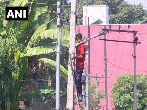 LED lights being installed in Jammu (Photo/ANI)