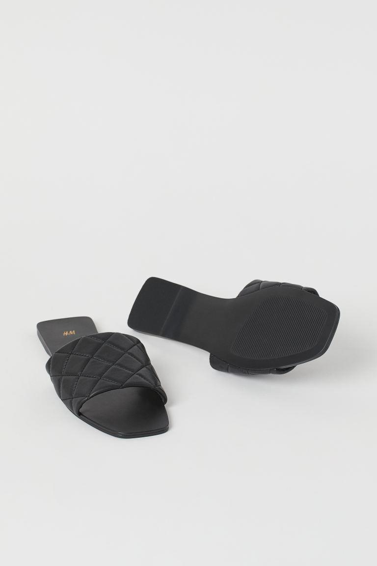 """<br><br><strong>H&M</strong> Quilted Slides, $, available at <a href=""""https://go.skimresources.com/?id=30283X879131&url=https%3A%2F%2Fwww2.hm.com%2Fen_us%2Fproductpage.0981760001.html"""" rel=""""nofollow noopener"""" target=""""_blank"""" data-ylk=""""slk:H&M"""" class=""""link rapid-noclick-resp"""">H&M</a>"""