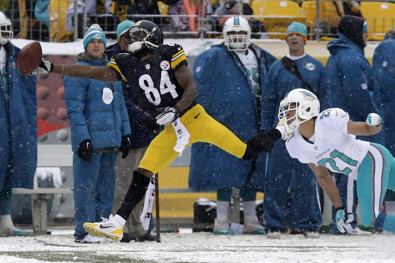 Pittsburgh Steelers wide receiver Antonio Brown (84) is unable to reach a pass from Pittsburgh Steelers quarterback Ben Roethlisberger (7) with Miami Dolphins cornerback Brent Grimes (21) defending during the first half of an NFL football game in Pittsburgh, Sunday, Dec. 8, 2013. (AP Photo/Tom E. Puskar)