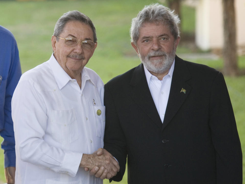 Cuba's President Raul Castro, left, shakes hands with Brazil's President Luiz Inacio Lula da Silva, during the summit of Latin American and Caribbean for Integration and Development, CALC, in Costa do Sauipe, Brazil, Tuesday, Dec. 16, 2008. The two-day summit is aimed at strengthening political and economic ties in the region. (AP Photo/Alexandre Meneghini)