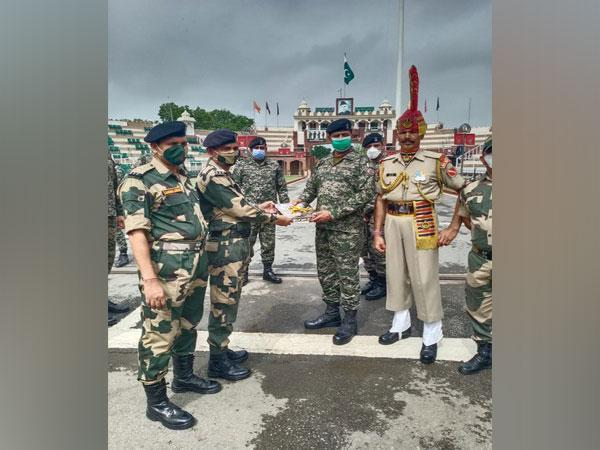 Border Security Force offering sweets to Pakistan Rangers (Photo/ANI)