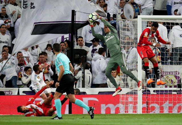 Soccer Football - La Liga Santander - Real Madrid vs Girona - Santiago Bernabeu, Madrid, Spain - March 18, 2018 Real Madrid's Keylor Navas makes a save REUTERS/Sergio Perez