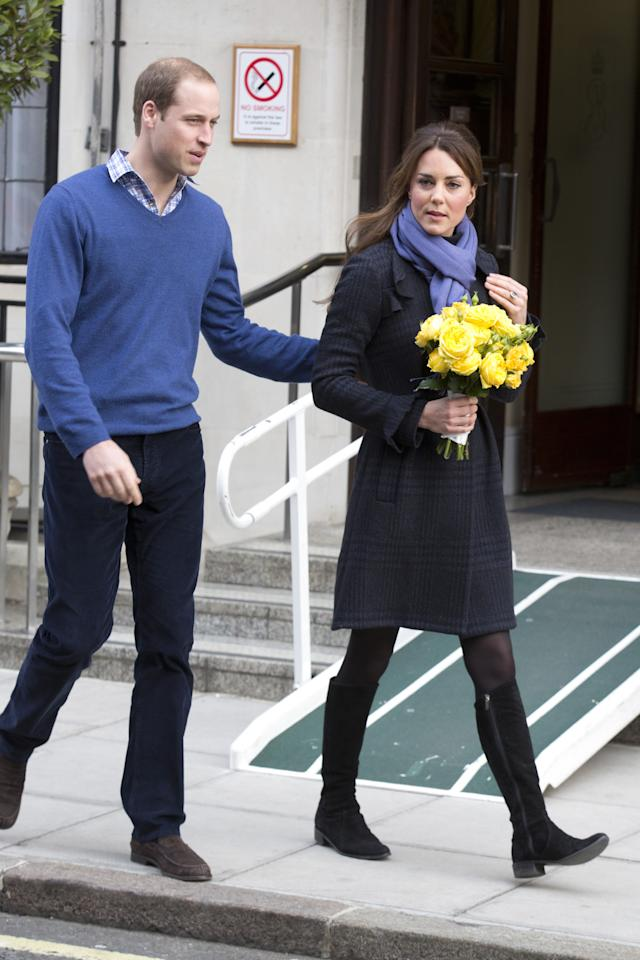LONDON, ENGLAND - DECEMBER 06:  Catherine, Duchess of Cambridge and Prince William, Duke of Cambridge leave the King Edward VII hospital where she has been treated for hyperemesis gravidarum, extreme morning sickness at King Edward VII Hospital on December 6, 2012 in London, England.  (Photo by Julian Parker/UK Press via Getty Images)