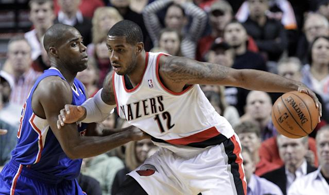 Portland Trail Blazers forward LaMarcus Aldridge, right, works the ball in on Los Angeles Clippers forward Antawn Jamison during the first half of an NBA basketball game in Portland, Ore., Thursday, Dec. 26, 2013. (AP Photo/Don Ryan)