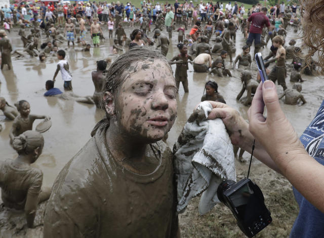 <p>Haylie Sapp, 10, has her face wiped during Mud Day at the Nankin Mills Park, July 11, 2017 in Westland, Mich. (Photo: Carlos Osorio/AP) </p>