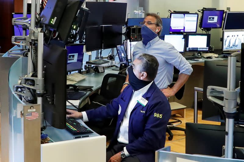 Stocks rally, S&P 500 crosses 3,000 barrier; oil gains