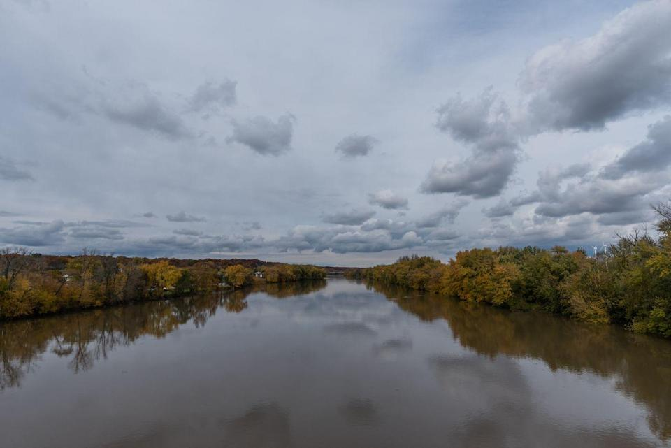 <p><strong>State River: Wasbash River</strong></p><p>The 503-mile long river that passes through a lot of the state, eventually flows into the Ohio river. <br></p>