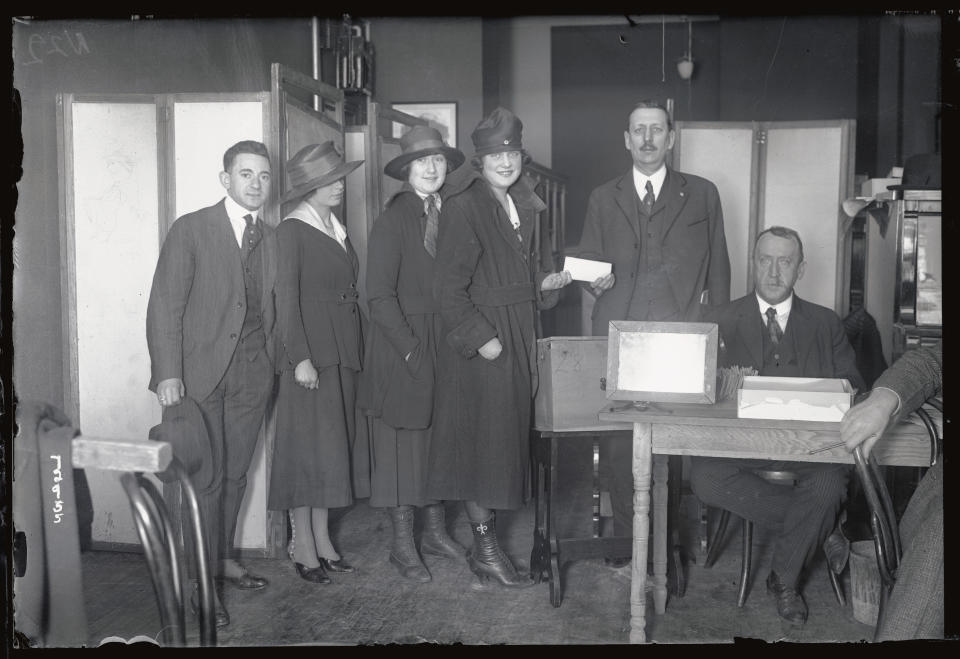 Woman cast their votes in New York's 22nd Congressional District, 1918. (Getty Images)