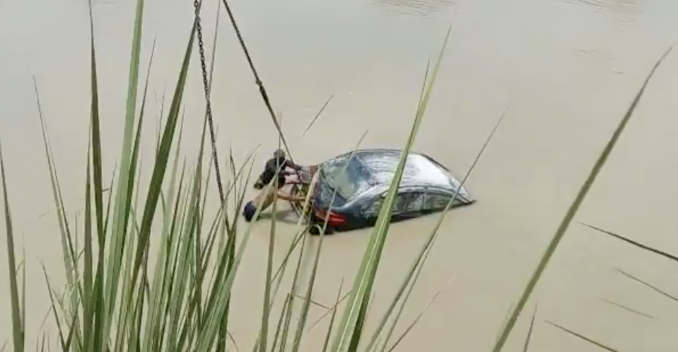 Screengrab from a video of a car being pulled out of the Ganges canal in India's Uttar Pradesh state (Alok Pandey/Twitter)