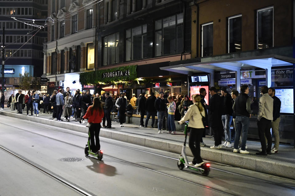 People out on the streets to celebrate the end of the COVID-19 restrictions, in Oslo, Saturday, Sept. 25, 2021. Police in Norway on Sunday reported dozens of disturbances and violent clashes including mass brawls in the Nordic country's big cities after streets, bars, restaurants and nightclubs were filled with people celebrating the end of COVID-19 restrictions. The Norwegian government abruptly announced Friday that most of the remaining coronavirus restrictions would be scrapped from Saturday and that life in the nation of 5.3 million would return to normal. (Naina Helen Jama/NTB via AP)
