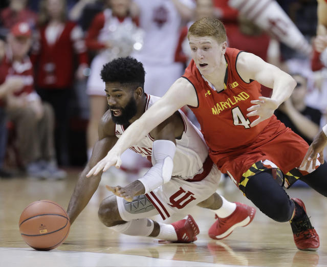 "Indiana's <a class=""link rapid-noclick-resp"" href=""/ncaaf/players/249065/"" data-ylk=""slk:Robert Johnson"">Robert Johnson</a> and Maryland's Kevin Huerter dive for a loose ball  (AP Photo/Darron Cummings)"