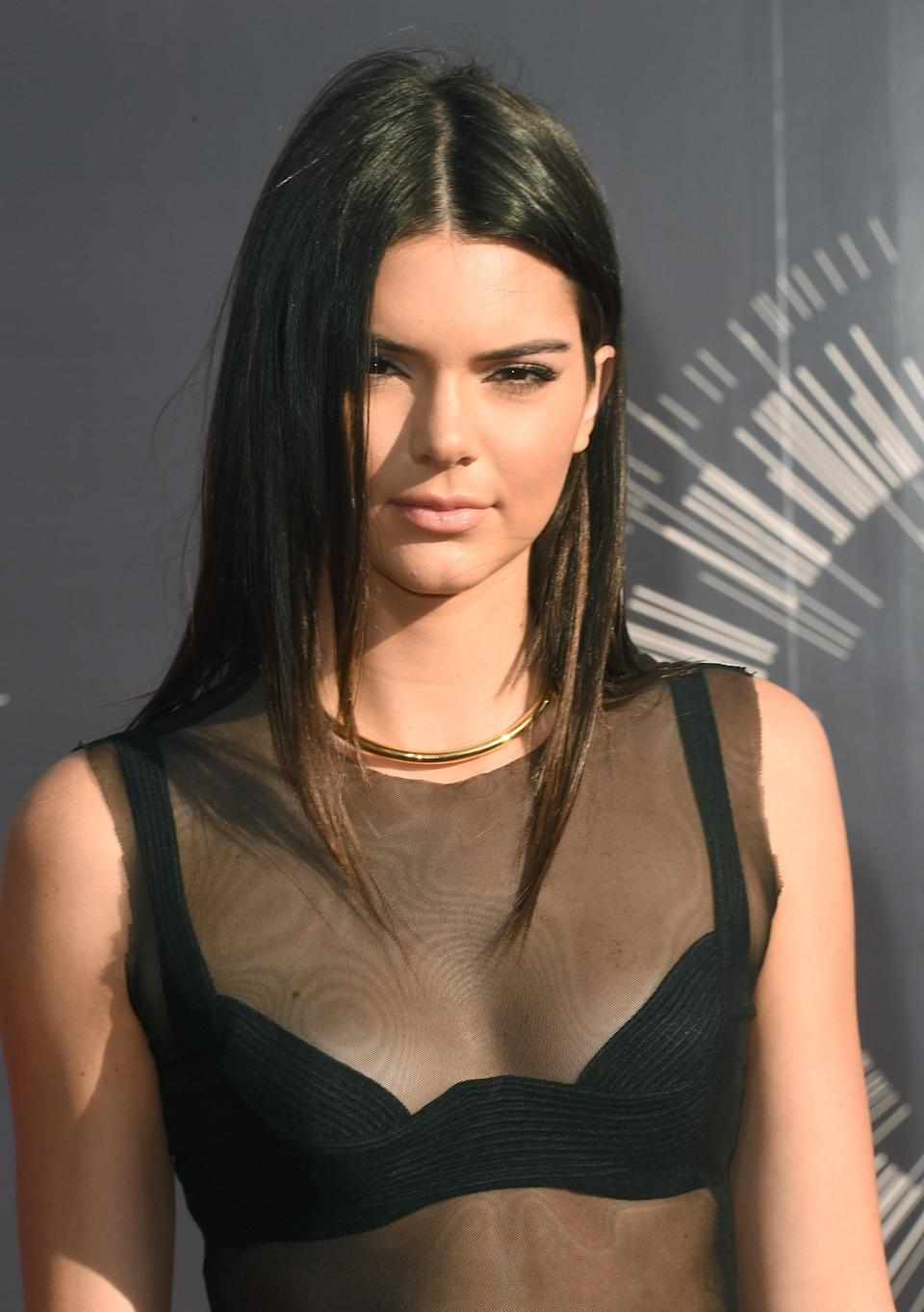 Kendall didn't need flashy lashes or even much of anything at the 2014 VMAs. Her straight hair and glowy makeup made a chic statement on their own.