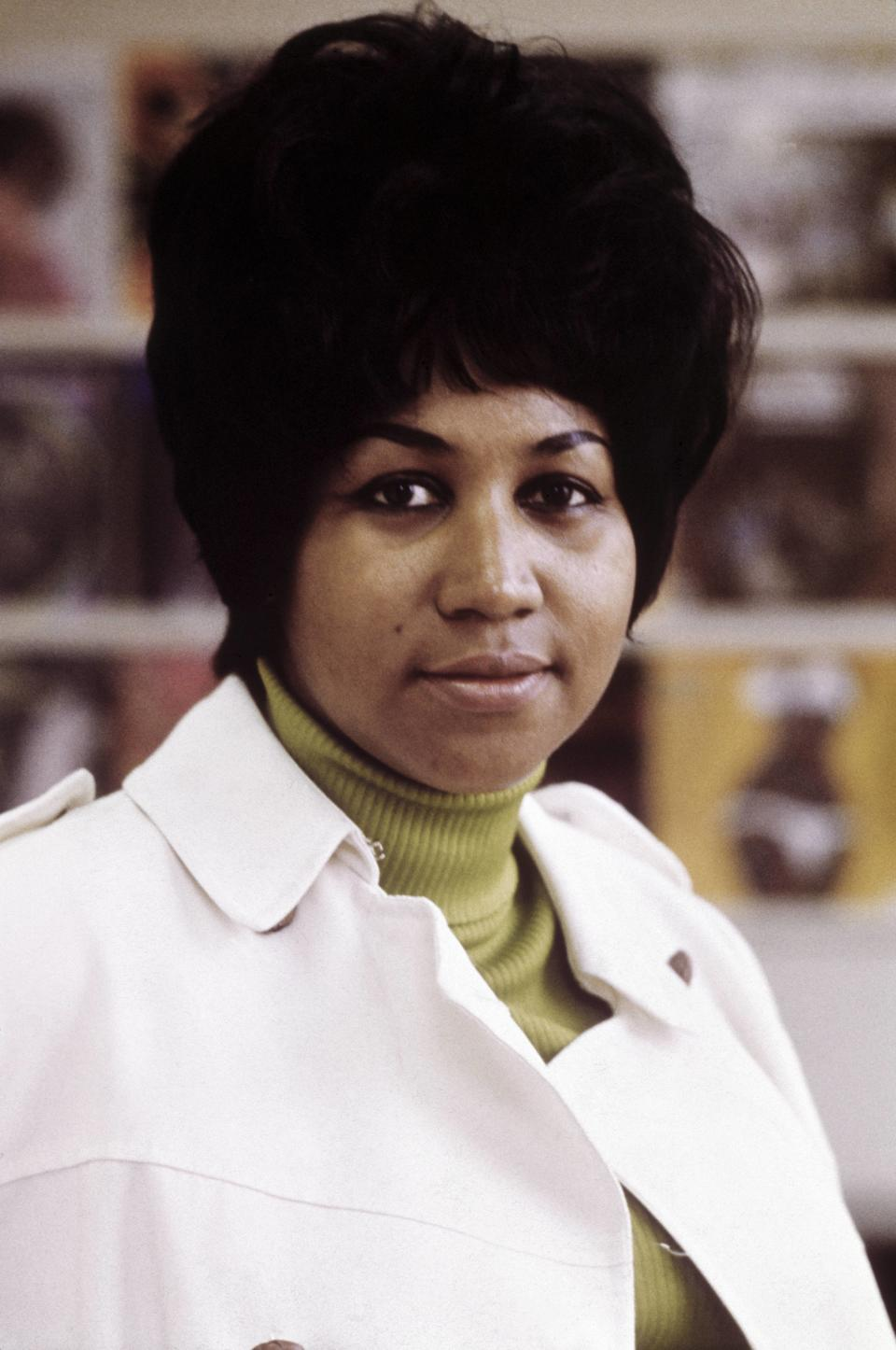 <p>The higher the hair, the closer to God. Aretha Franklin's big hairstyle balanced out her olive green turtleneck and trench coat. (Photo by RB/Redferns) </p>