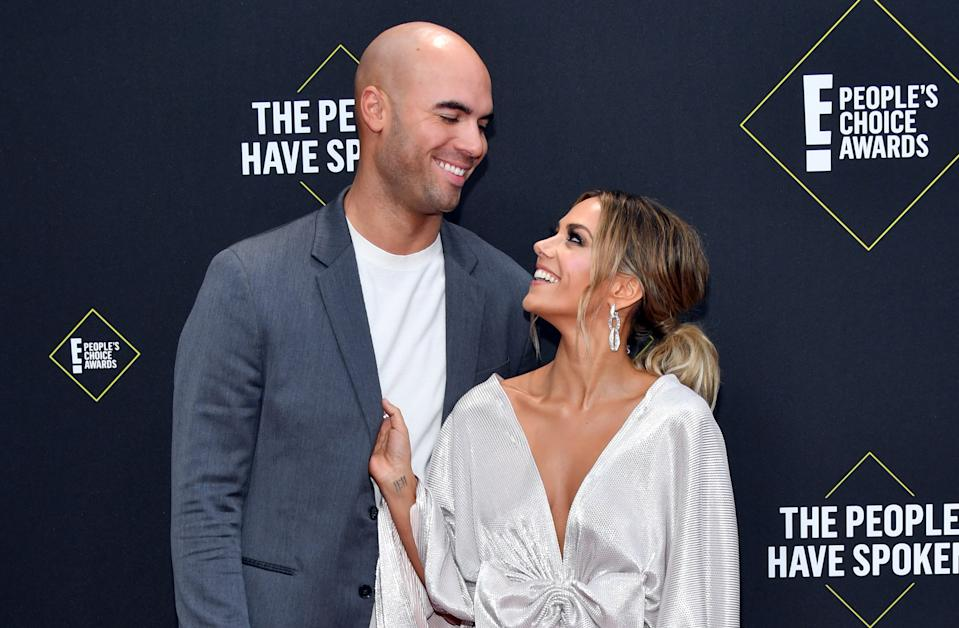 SANTA MONICA, CALIFORNIA - NOVEMBER 10: 2019 E! PEOPLE'S CHOICE AWARDS -- Pictured: (l-r) Mike Caussin and Jana Kramer arrive to the 2019 E! People's Choice Awards held at the Barker Hangar on November 10, 2019 -- NUP_188989 (Photo by: Amy Sussman/E! Entertainment/NBCU Photo Bank)