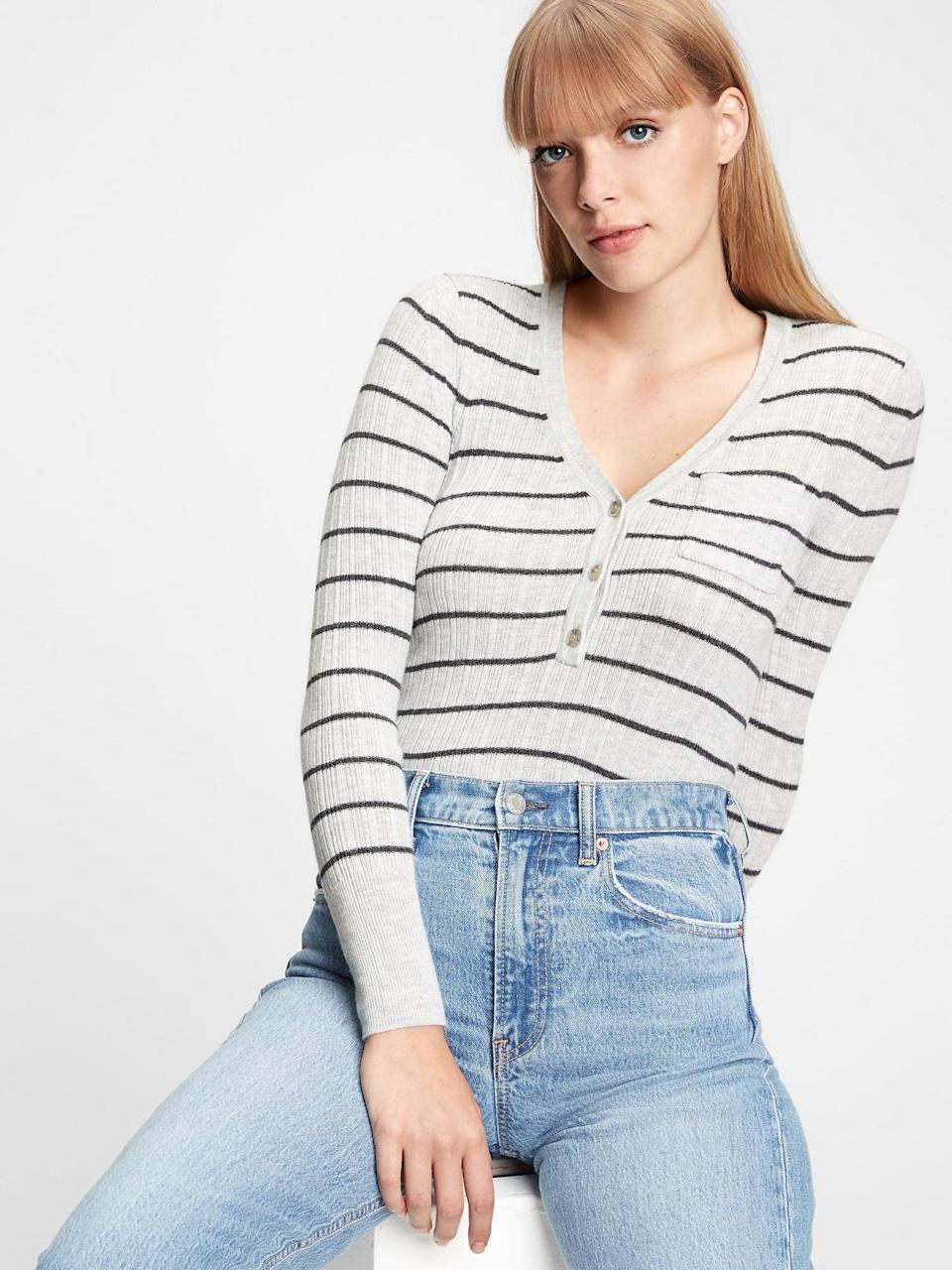 <p>I'm currently eyeing this <span>Gap Ribbed Henley Pocket Sweater</span> ($40, originally $50) in stripe! A stripe brings it even more to it's regatta origins!</p>