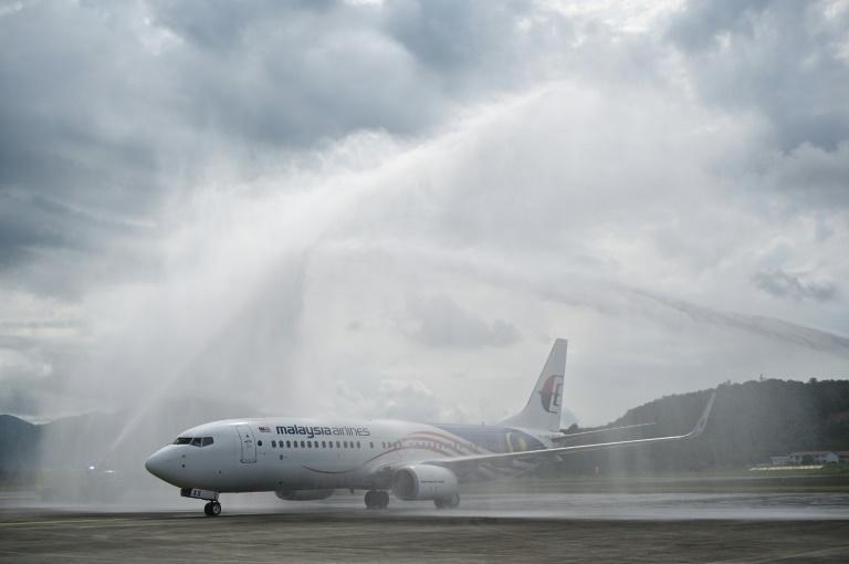 A water salute welcomes a Malaysia Airlines aircraft to Langkawi (AFP/Mohd RASFAN)