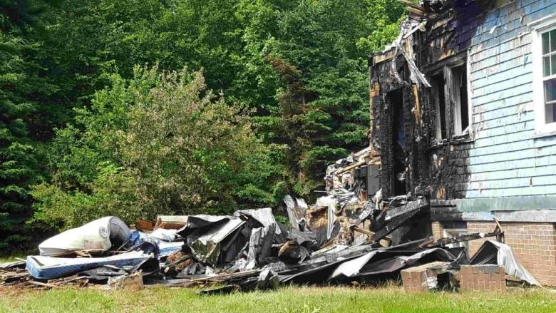 9 people displaced by Marshfield fire
