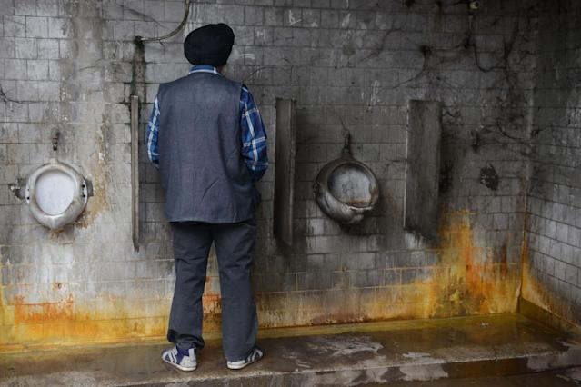 <p>A man uses a public toilet in Amritsar, India. (Photo: Narinder Nanu/AFP/Getty Images) </p>