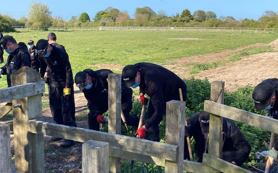 Police officers searching a field off Ratling Road in Aylesham, Kent - Michael Drummond/PA