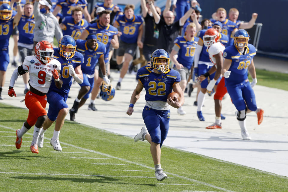 South Dakota State running back Isaiah Davis (22) runs for a long touchdown against Sam Houston State during the second half of the NCAA college FCS Football Championship in Frisco, Texas, Sunday May 16, 2021. (AP Photo/Michael Ainsworth)