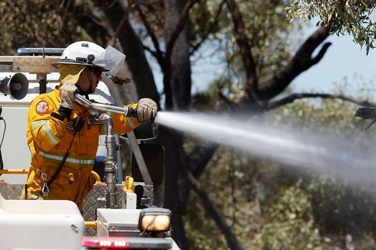Residents in several suburbs south of Perth, Australia have been warned to be on watch as around 150 firefighters battled a blaze which has razed hundreds of hectares