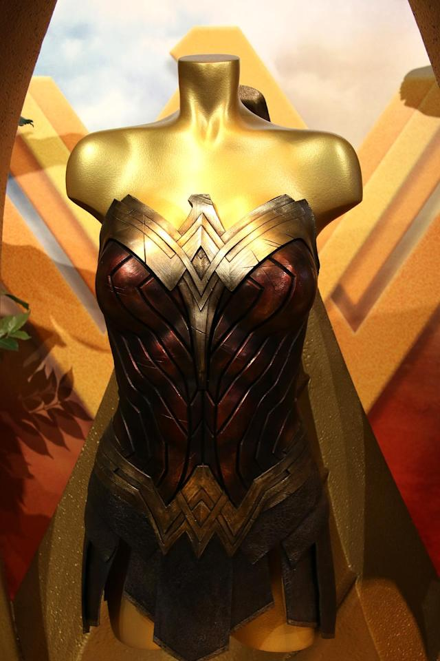"<p><a href=""https://www.yahoo.com/movies/tagged/wonder-woman"" data-ylk=""slk:Wonder Woman"" class=""link rapid-noclick-resp"">Wonder Woman</a>'s armor on display. (Photo: Jacob Kramer/Yahoo Movies) </p>"