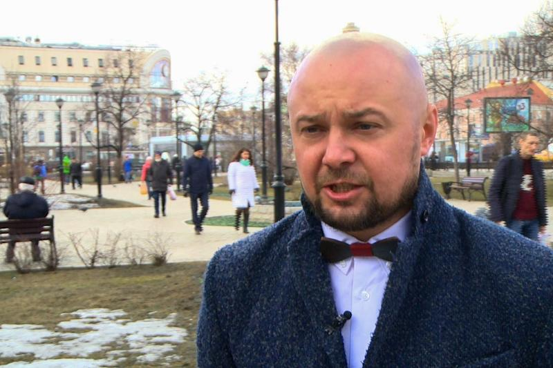 Moscow-based Ukrainian Yevgen Lozitsky, a senior executive at an international company, said a business trip would prevent him from voting but hopes to get the chance to back his choice Poroshenko in a second-round run-off (AFP Photo/Ekaterina ANISIMOVA)