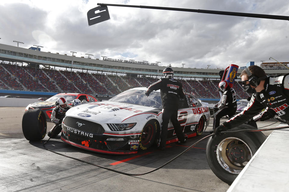 Brad Keselowski (2) makes a pit stop for tires and fuel on lap 196 during a NASCAR Cup Series auto race at Phoenix Raceway, Sunday, Nov. 8, 2020, in Avondale, Ariz. (AP Photo/Ralph Freso)