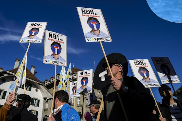 """Protesters hold placards reading in German """"No to Ecopop-dead end"""" during a demonstration in Bern against an immigration cap initiative on November 1, 2014 (AFP Photo/Fabrice Coffrini)"""