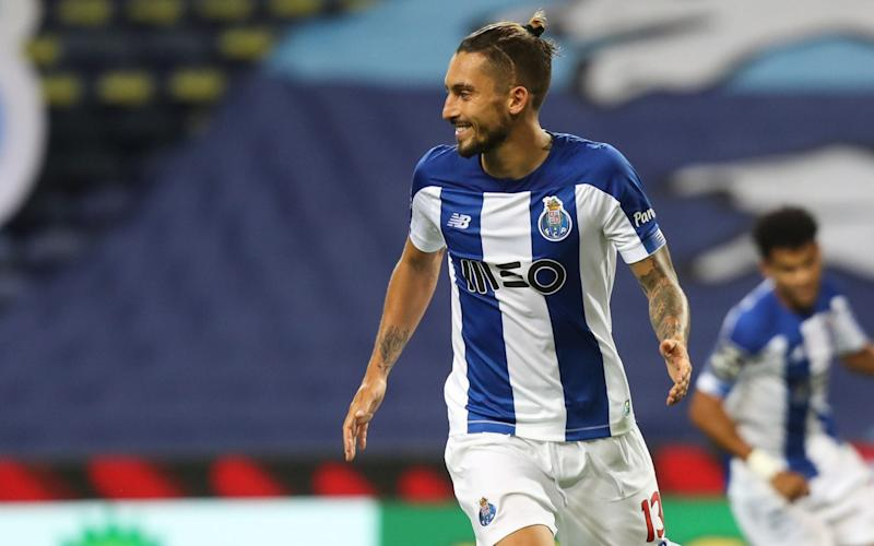 Alex Telles playing for Porto - Manchester United in talks to sign Porto left-back Alex Telles - GLOBAL MEDIA GROUP